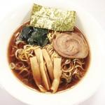 まる勝 - 醤油ラーメン680円