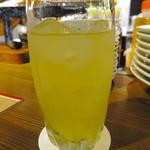 大衆ワインビストロ エガリテ - サングリア:柑橘系に生姜の風味の白