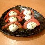 Chot-Bar if - トマトとモッツアレラのサラダ(500円)