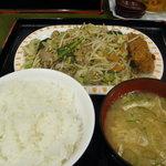 とん平 - 肉入り野菜炒め定食です。