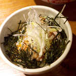 むつみ屋 - 〔ランチ〕ミニチャーシュー丼(¥150)。甘だれが、ラーメンの味噌スープと好対照