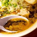 むつみ屋 - 味噌スープに、焦がしニンニク油(マー油)が絡み合い、コク深い味に