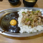 41270625 - スタミナ黒カレー並(¥720)