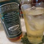 酒の宮里 - スコットランドのネヴィス・デューをハイボールで。ハイボールは+100円です。