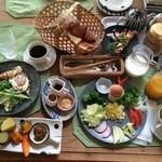 猫ちゃんおもてなしの宿 オーベルゼ レ・ボー - 野菜たっぷりの朝ご飯   →これで一人前