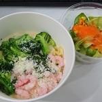 Spaghetti Mariano - エビとブロッコリーのクリームソースS440円+サラダ100円(2015.8)