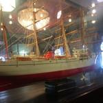 珈琲艇キャビン - 店内にて船の模型