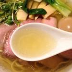 麺処 きなり - 味玉豚肩ロース汐そばのスープ