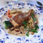 ぶどうの丘 展望ワインレストラン - ディナーメニュー:市場より鮮魚のポワレ勝沼ワインソース(2015年)