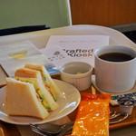 コンコースカフェ - エビとアボガドサンド