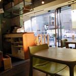 コンコースカフェ - 通りに面してます