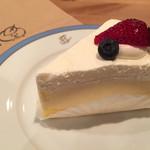 パティスリー ジ アース カフェ - かる〜い レアチーズケーキ。美味。気分転換