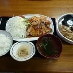 きらく食堂 - ポークソテー定食+半ラーメンセット  800円