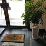 パニーノ専門店 ポルトパニーノ - カウンターから見た、入り口付近の風景