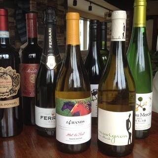 ソムリエ厳選のワイン常時50種類以上☆