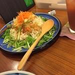 2HACHI - 野菜サラダハーフ  シャキシャキ美味しい地元の野菜をおいしく頂きました (*´ڡ`●)