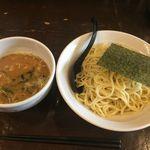 円熟屋 - 魚介豚骨つけ麺790円(2015年8月現在)