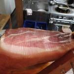 Cucina e Bar Aino - 生ハム原木2