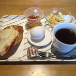 ジグザグ - 料理写真:ホットコーヒー380円ピザトースト選択