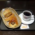 41309469 - パン3つとコーヒーで588円枝豆塩ロール、コロッケコッペ、チョココロネ