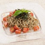 蕎麦ダイニング 徳蔵 - 蕎麦とフルーツトマトのサラダ仕立て。バルサミコ風味のヘルシーなメニューです。