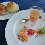 41310814 - パン(食べ放題)、オードブル A.鮮魚の軽い炙り地場野菜のガスパチョとトマトのジュレ サラダ仕立て