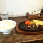 フロッグスダイナー - ヘレサイコロステーキ単品999円(税別)、休日は、ご飯別110円(税別)