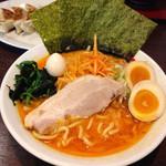 吟家 - 辛得ラーメン980円