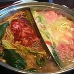 41314702 - 肉肉スタート同時にガサツな同業者がドドドド~っと野菜から肉からをブチ込んで直ぐにお代わり(-_-;)