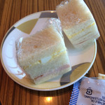 サクララウンジ - まずはつまみにサンドイッチ