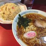 41316449 - 半チャーハン+ラーメン・650円                       (昼のサービス品)