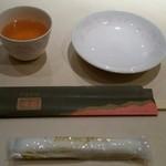 煌蘭 - 割箸・小皿。お茶〔15/8/29撮影〕