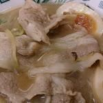 日高屋 - 日高屋 西葛西北口店 肉そばに使われる豚三枚肉とデフォで入る半熟味玉