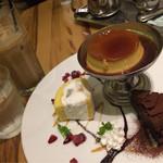 41320806 - 盛り合わせ900円とカフェオレ。全部美味しい!