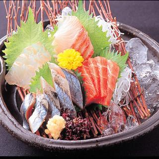 漁港から直送する離島・篠島で獲れた魚介を活かした海鮮料理