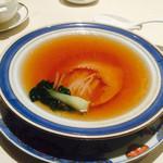 41332390 - フカヒレ。これは大変おいしい。スープの量がたっぷりでおなかいっぱい。