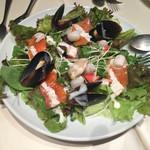 ビストロ ボン・グー・コクブ - 海の幸をあしらったサラダ