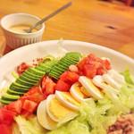 コットンフィールドラウンジ - アボカド、トマト、ゆで卵に・・・。