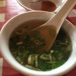 韮菜万頭 - スープ。