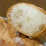 ニッシンベーカリー - フランスパン断面