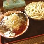 くをん - 福島駅近辺で評価の高いくをんさんで、辛野菜つけ麺中盛をいただきました。この麺はもううどんと、言ってもいい太さ。けど、意外とツルツル行けます。昨晩の食べ過ぎがたたりなかなか後半苦しい闘いになりましたが完食。ご馳走様でした。
