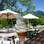 マキバ カフェ - ソフトクリーム 350円