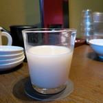 焼肉トラジ - トラジ生マッコリ(グラス)