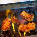 焼肉トラジ - ホルモン調理中