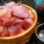 魚参 - この桶から手前の小鉢に乗せてゆきます。