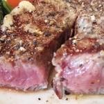 シド亭 - このくらいの焼き加減が大好き!この厚みもステーキ醍醐味です♪