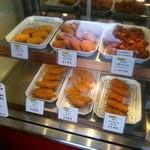 登利要肉店 - 料理写真:内観