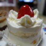 ウィーン菓子 シーゲル - ショートケーキ¥400