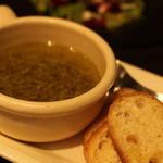 アマルフィイ カフェ - シラスのオイル煮をバゲットで。これ、美味しい♪