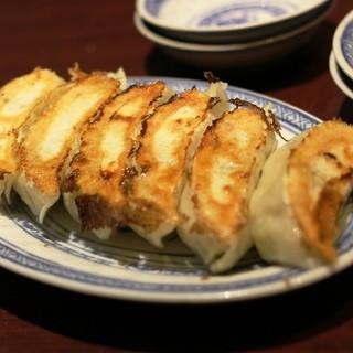 葉牡丹 - 料理写真:餃子 400円ですよ!
